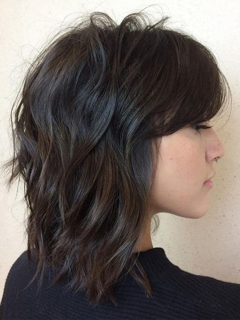 geschichtetes, mittel zotteliges Bob-Haar