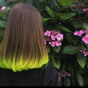 einzigartiges neongelbes Haar