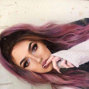 einzigartiges lila Haar