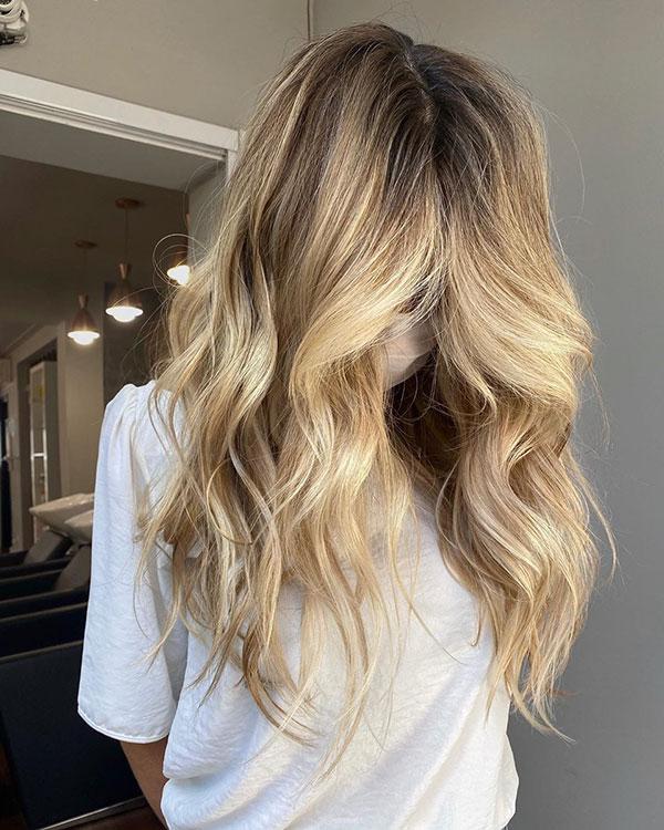 Schönes blondes Haar