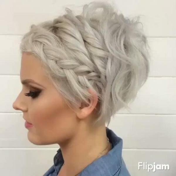 Der vordere geflochtene Pixie Cut Short Hairstyles for Women 2020