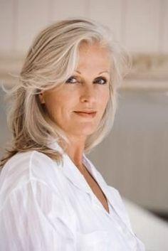Beste Frisuren für über 75 Jahre alte Frau