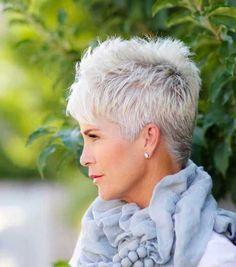 reifer weißer Haarschnitt