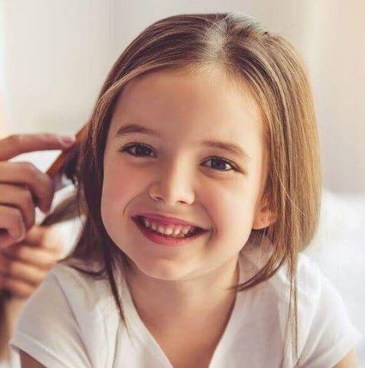 Wie man sich um Haare für schwarze Kinder zu Hause kümmert
