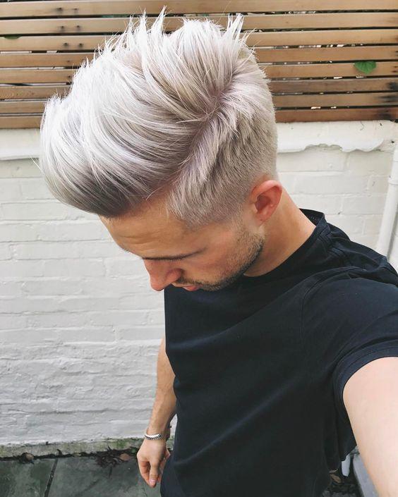 Ist das graue Haar für Männer der Trend, hier zu bleiben? | Platin Silber Haar | Frisur auf den Punkt