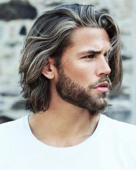 Ist das graue Haar für Männer der Trend, hier zu bleiben? | Aschblondes graues Haar | Frisur auf den Punkt