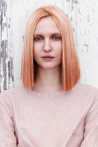 blondes und rosa Haar