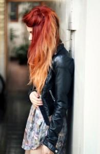 blondes Haar mit roten Reflexen