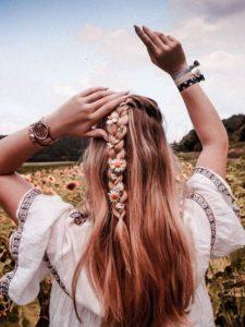 Sommer halb hoch geflochtenes Haar