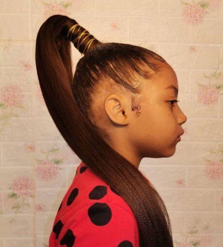 Wie man sich um Haare für schwarze Kinder kümmert, Tipps und Warnungen