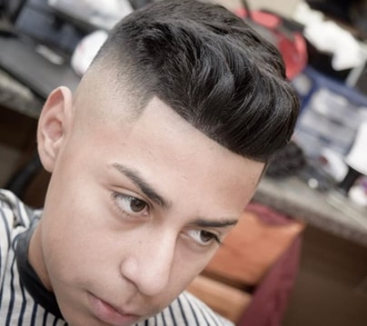 Quiff Frisur mit High Fade