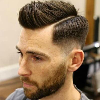Low Fade Haarschnitt mit Seitenteil - Herrenfrisuren 2021