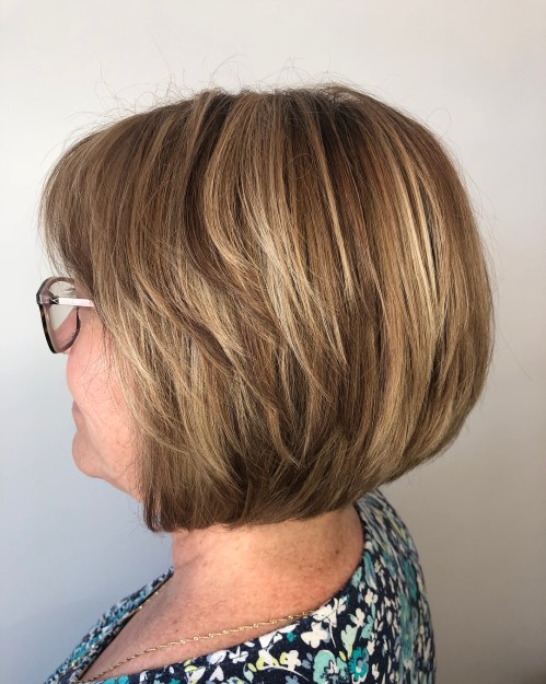 Frisuren für 50 Jahre alte Frau mit Brille
