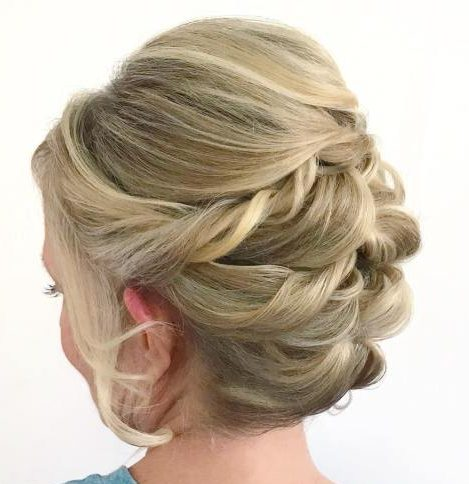 Hochsteckfrisuren für mittellanges Haar der Mutter der Braut