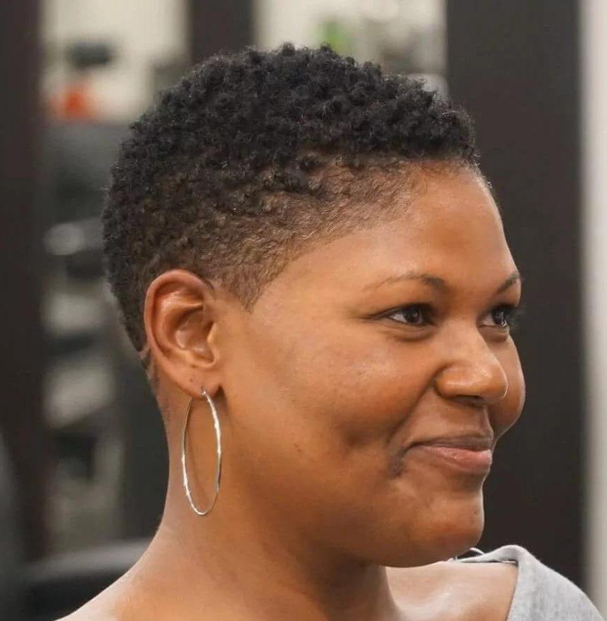 Kurze Frisuren für ältere schwarze Frau
