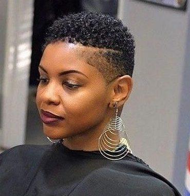 Kurze natürliche Haarschnitte für schwarze Frauen 2019