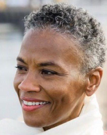 Wartungsarme kurze natürliche Frisuren für ältere schwarze Frauen