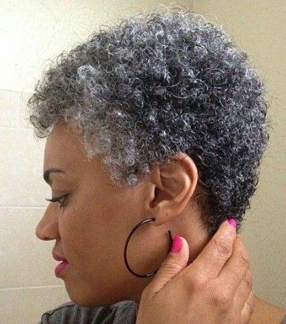 Afroamerikaner kurze natürliche Frisuren für ältere schwarze Frau