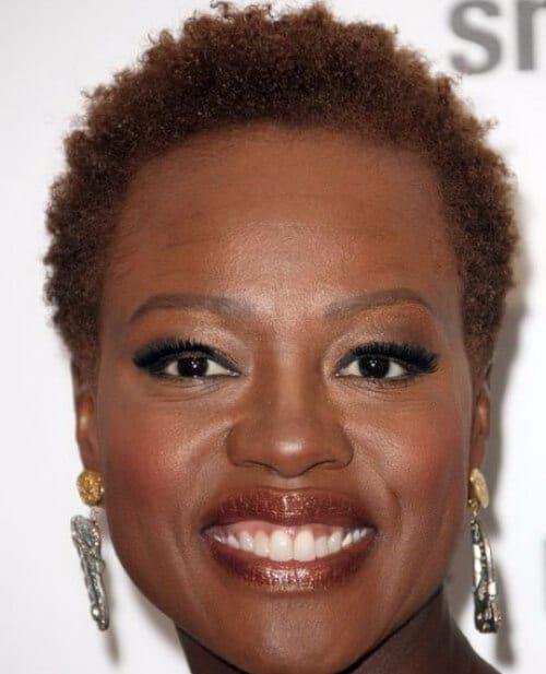 Afroamerikanerfrisuren für 60 Jahre alte schwarze Frau