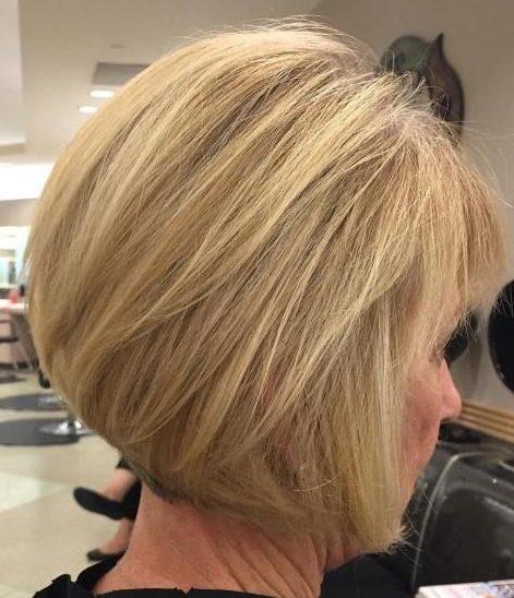 Mittlere Bob-Frisuren für über 60