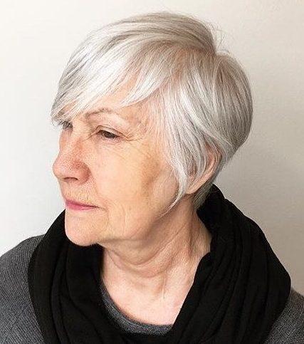 Frisuren für über 60 graue Haare