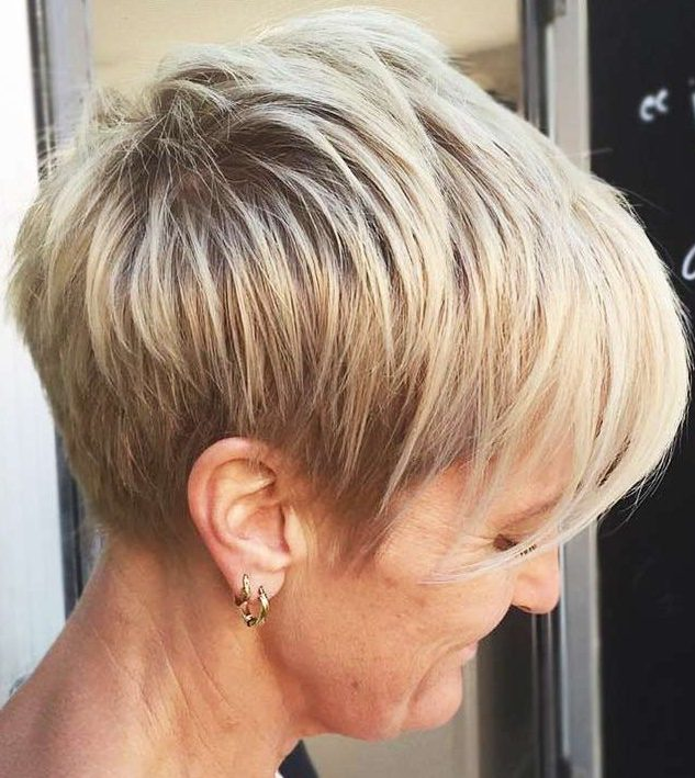 Kurze Frisuren für über 60er Jahre feines Haar