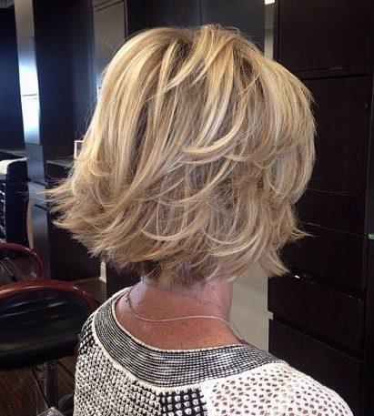 Mittellagige Bob-Frisuren für über 60
