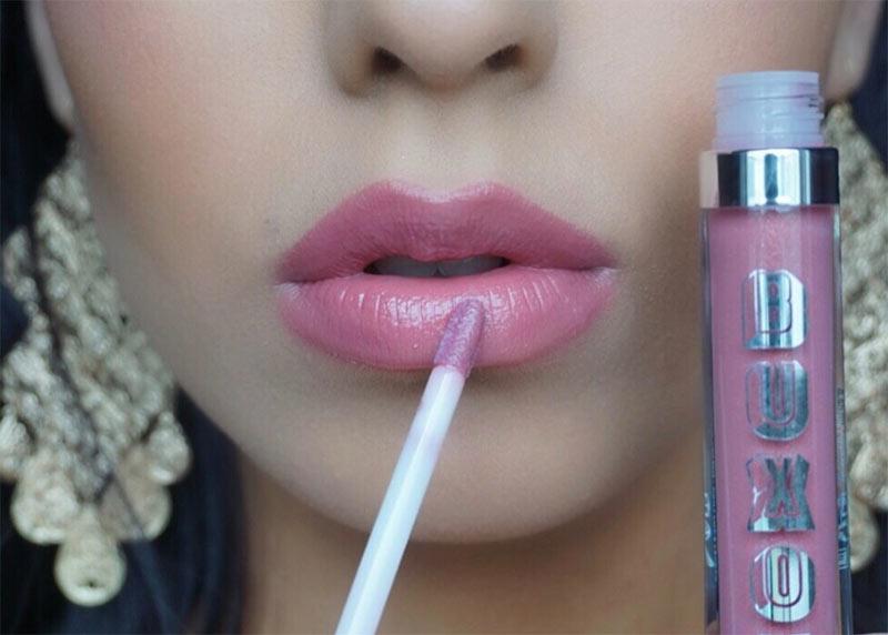 So verwenden Sie einen Lip Plumper