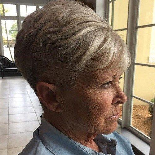 alte Frau kurze Frisuren für über 70