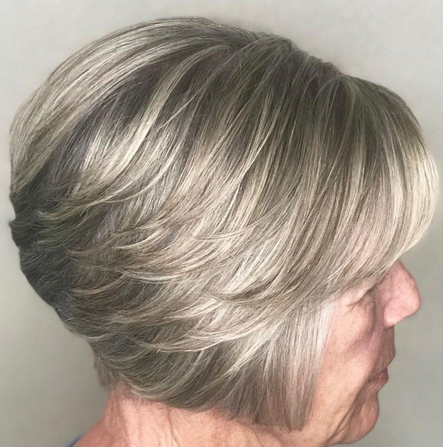 kurze abgehackte Frisuren für über 70