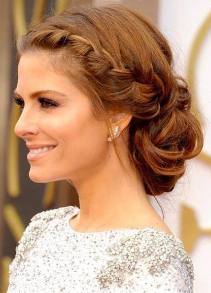 Hochzeitsseitenbrötchenfrisur für kurzes Haar