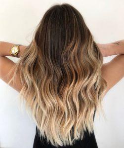 trendige Ombre-Blondine