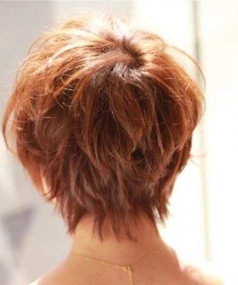 Kurze Frisuren für über 50 Rückansicht