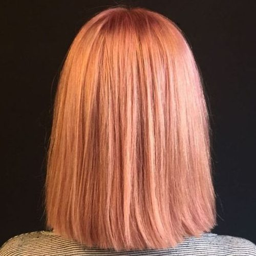 gerade kurze erdbeerblonde Frisur