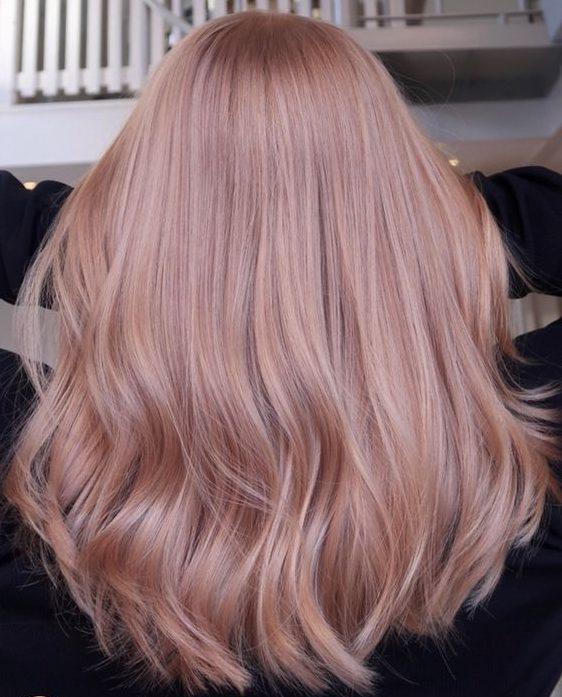 helles erdbeerblondes Haar