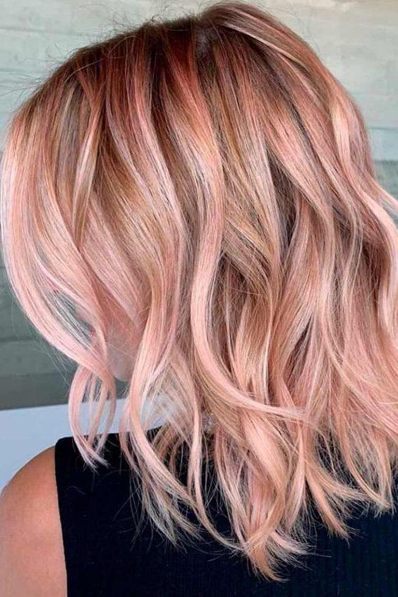 dunkle erdbeerblonde kurze Haare