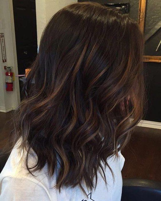dunkelbraune Haarfarbe