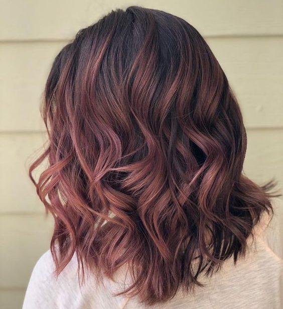 braune roségoldbraune Haarfarbe