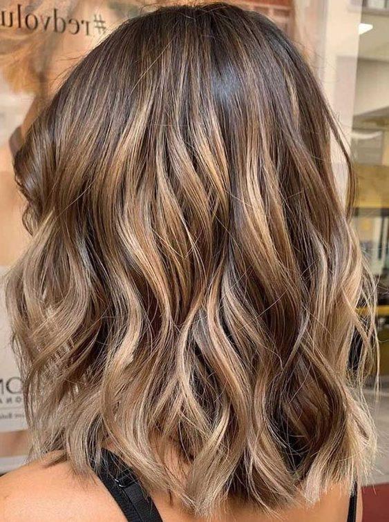 hellbraune Haarfarbe für kurzes Haar