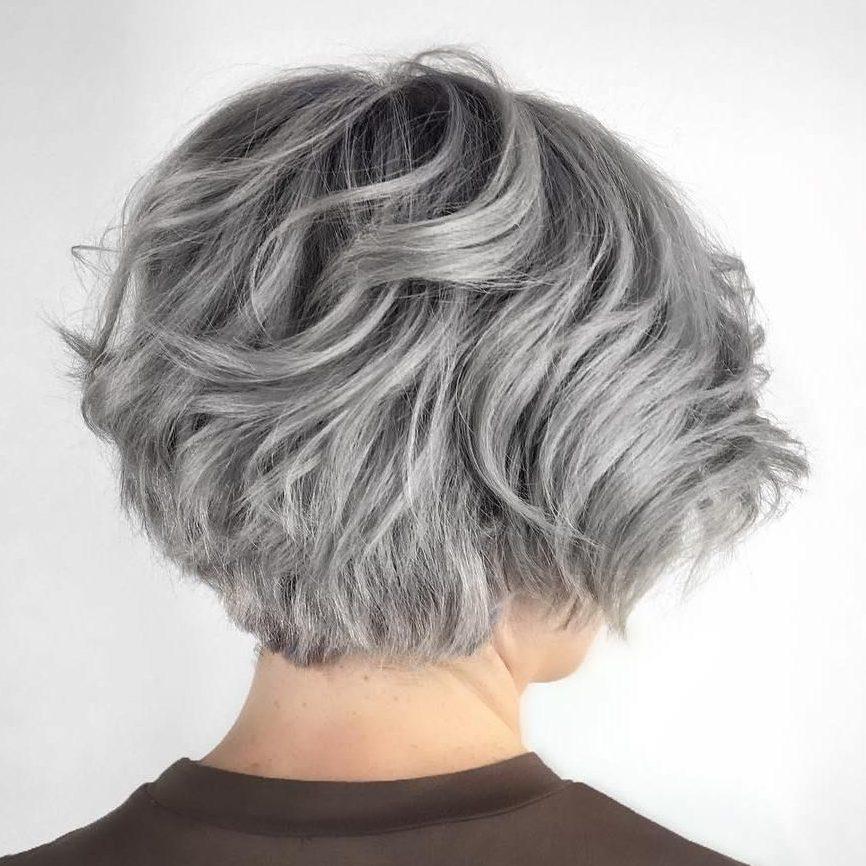 Kurzer Bob für graues Haar