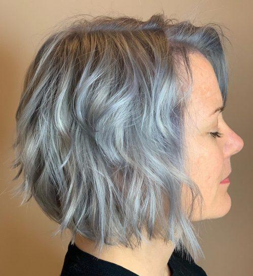 Überlagerte Frisuren für graues Haar