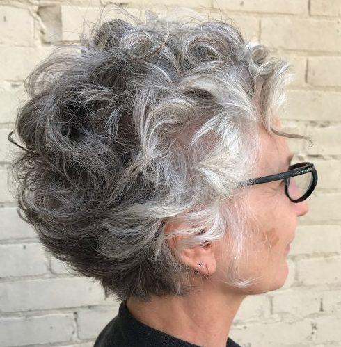 Wartungsarme kurze graue Frisuren