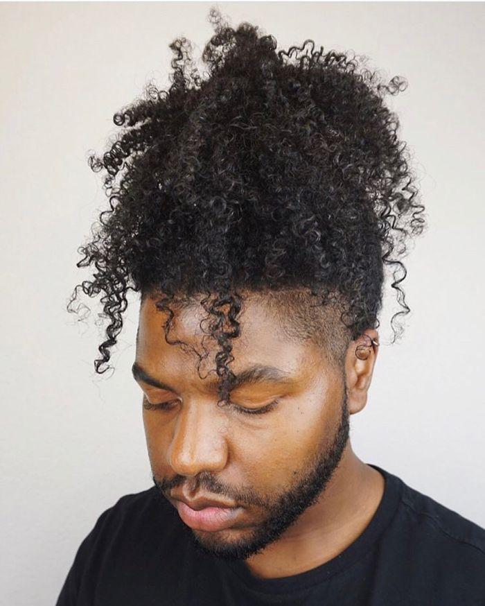 Professionelle schwarze männliche Frisuren
