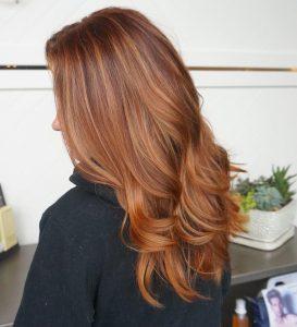 erdbeerbraunes trendiges Haar