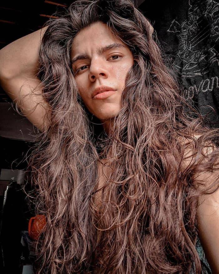 Sehr langes Haar für Männer