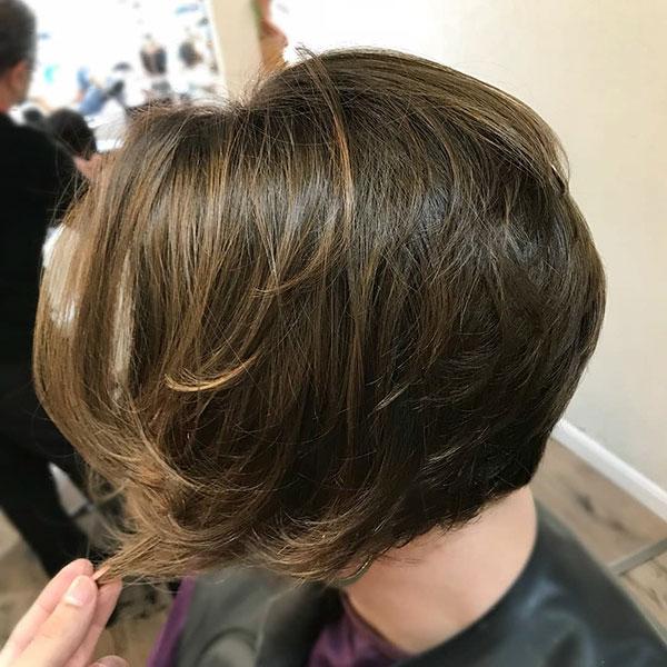 Frauen kurze Frisuren Bilder