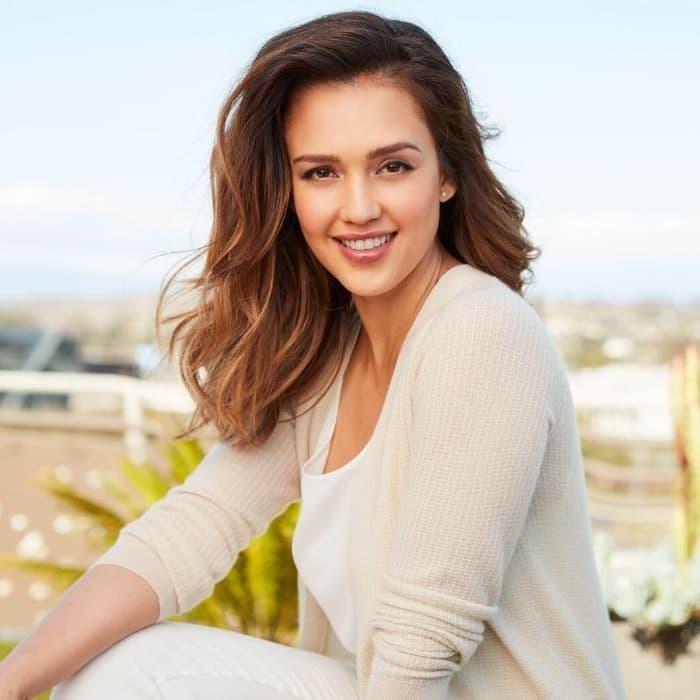 Jessica Alba Lob