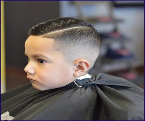 Hoher und enger Haarschnitt