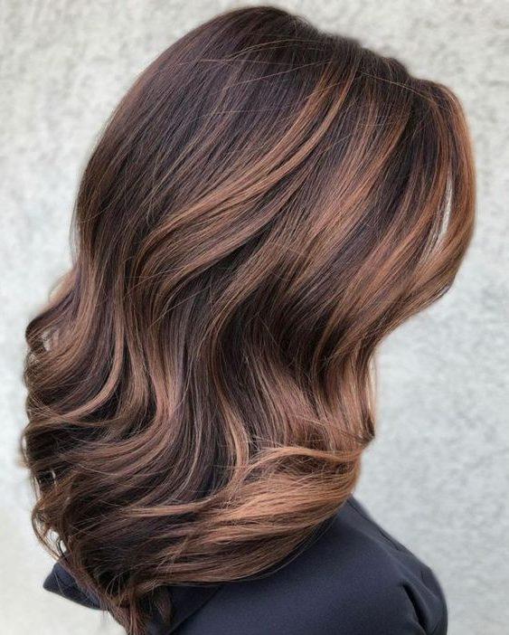 beliebte Haarfarbe für kurzes Haar