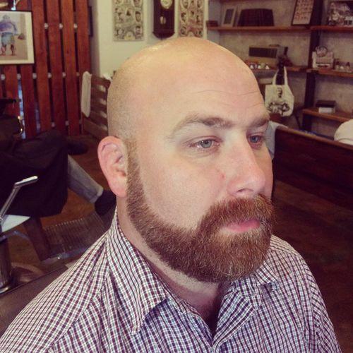 Crew Cut mit Schnurrbart und Bart